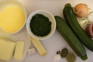 Foto von den Zutaten für die Polentaherzen und das Zucchini-Gemüse