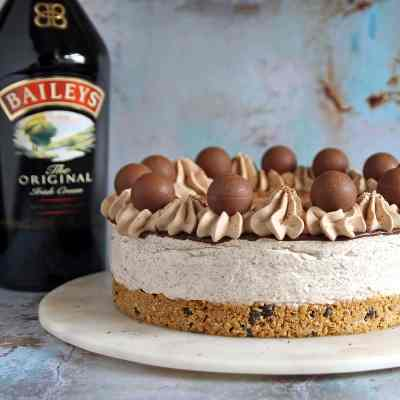 Baileys Cheesecake with Chocolate (no bake Recipe)