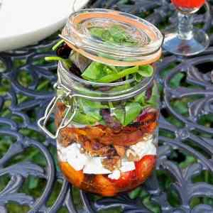 layered-picnic-salad-jar