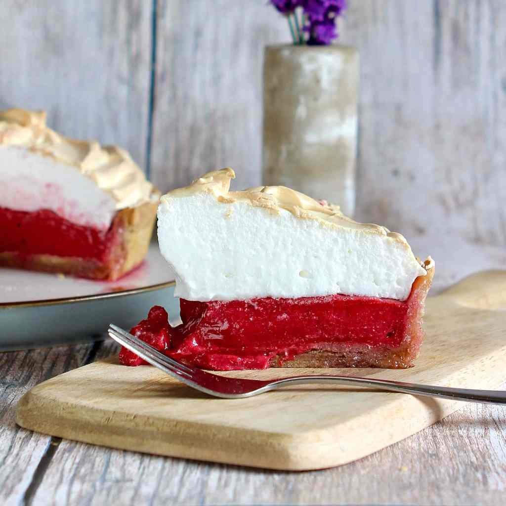 gluten-free-blackcurrant-meringue-pie
