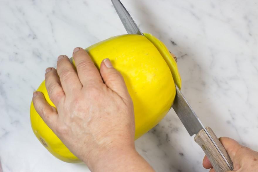 How to cut and prepare spaghetti squash, gluten free, paleo, vegetarian, autumn, fall, spaghetti squash, recipe