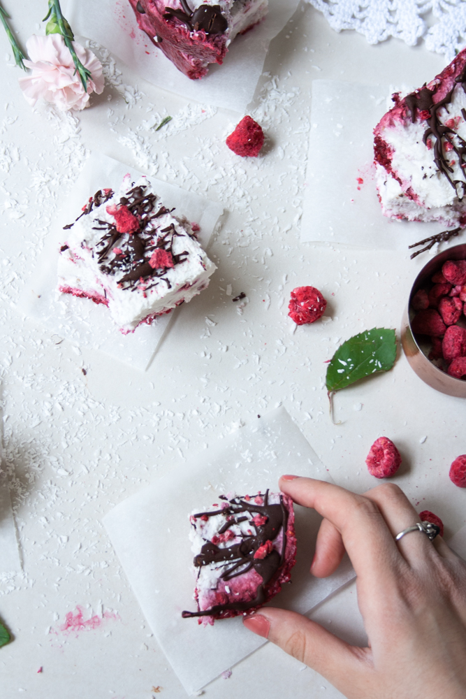 LOW FODMAP Berry Ice Cream Bites. Ice cream, berries, and chocolate! Does your heart also skip a beat when you hear that combo? Mine definitely does!