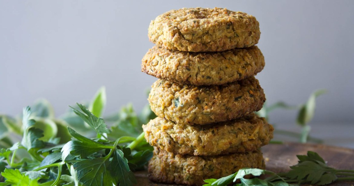 These veggie falafels are simple to make, satisying, rich and aboslutly yummy! Plus completly vegan and gluten free.l Stefani Weiss #falafels #vegan #glutenfree #healthy