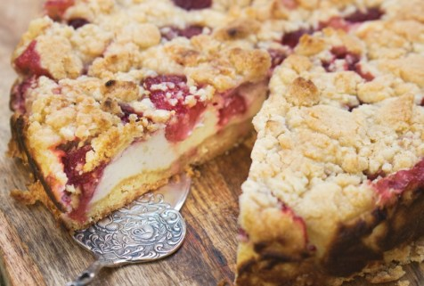 Anschnitt Erdbeer-Quark-Streuselkuchen