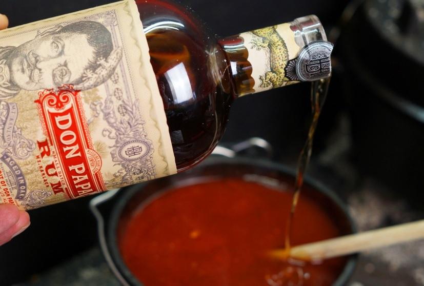 BBQ Sauce mit Rum würzen