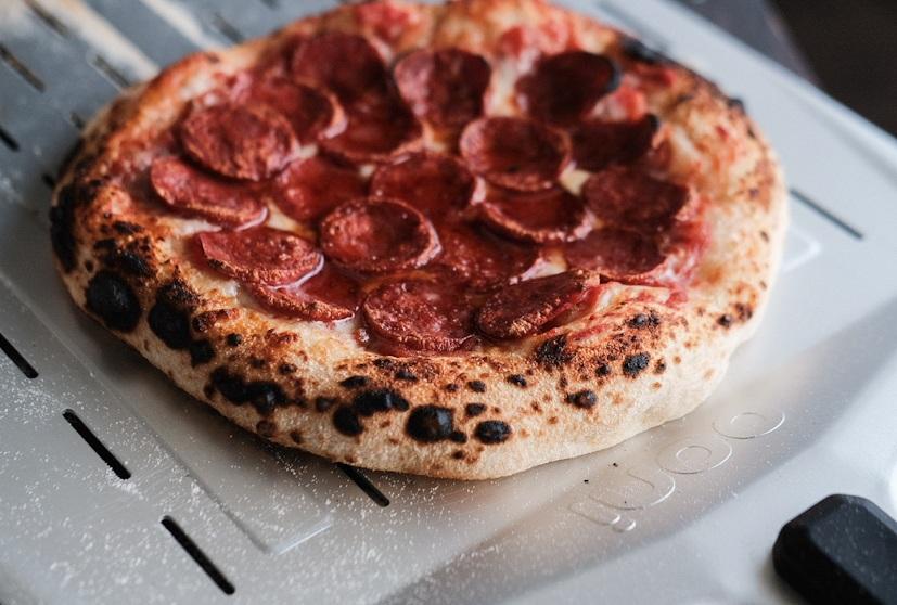 Pizza Salami im Ooni Koda