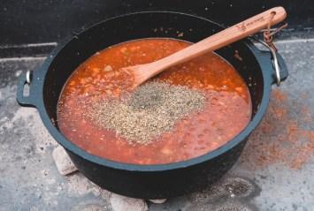 Bolognese Suppe würzen