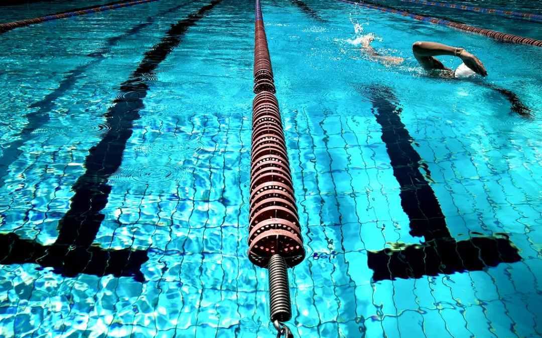 Los mejores ejercicios de natación para la artritis