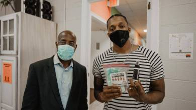 """Photo of Lecrae Kicks Off """"Masks For the People"""" Initiative, Goes To Prisons with 70K Masks"""
