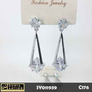 C176 Anting Tusuk Double Swarovski Model Segitiga Platinum 5,5cm