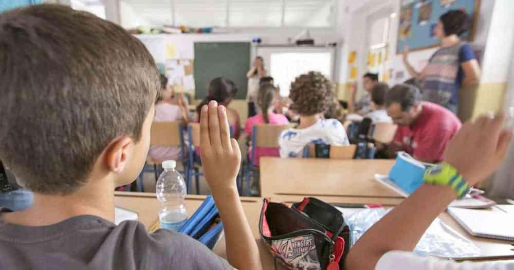 Resultado de imagen para lenguaje de señas niños