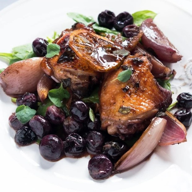 Paleo Vanilla & Balsamic Roasted Chicken with Grapes 🍇