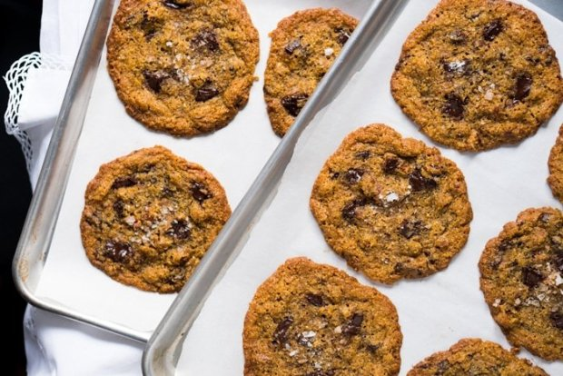 Gluten Free & Keto Chocolate Chip Cookies 🍪 #ketocookies #lowcarbcookies