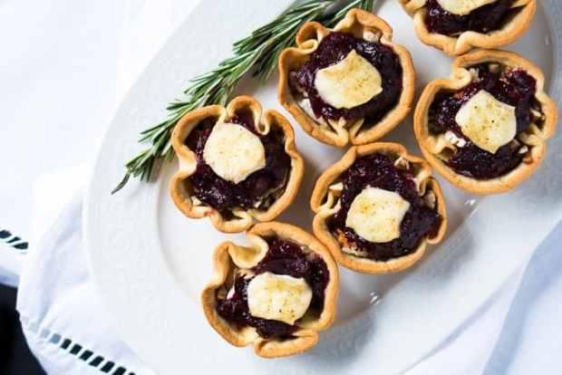 Keto Brie & Cranberry Festive Cups 🎄 3g net carbs #keto #ketobrie