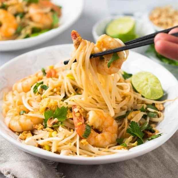 Paleo & Keto Pad Thai with shirataki noodles 🍜 suuuper easy & quick! #ketopadthai #shirataki