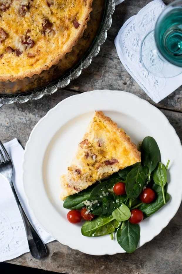 Gluten Free & Keto Quiche Lorraine 🧀 with a super flakey grain free pie crust! #keto #glutenfree #healthyrecipes #lowcarb