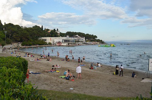The people hanging out at the beach in Split on a Thursday are not from Split.