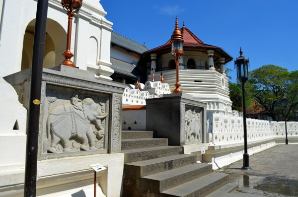 kandy sacred tooth temple