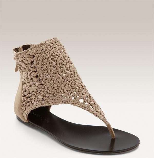 أحذية من غرزة المكرمية