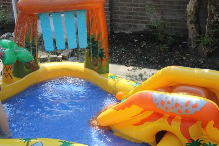 zwembad sproeier