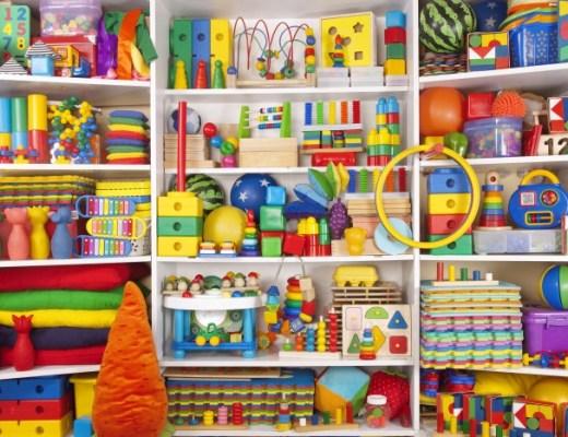 Erger jij je aan al het rondslingert speelgoed in de woonkamer? Dan zijn deze tips voor het opruimen van speelgoed en een opgeruimd huis.