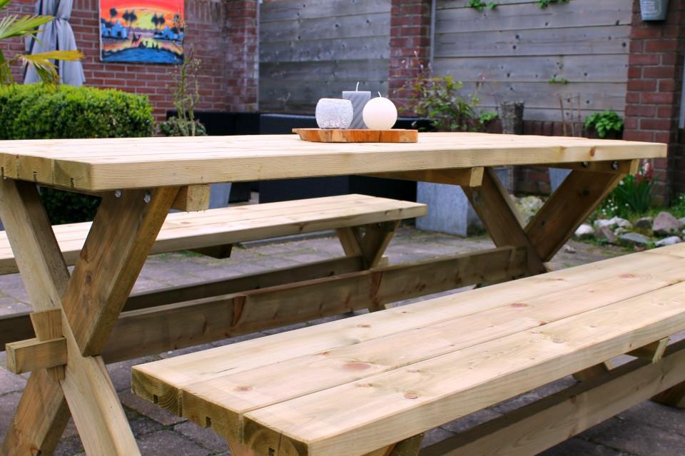 tuin zomerklaar picknicktafel