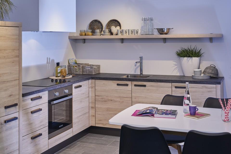 goedkope landelijke keuken om betaalbaar te kokkerellen