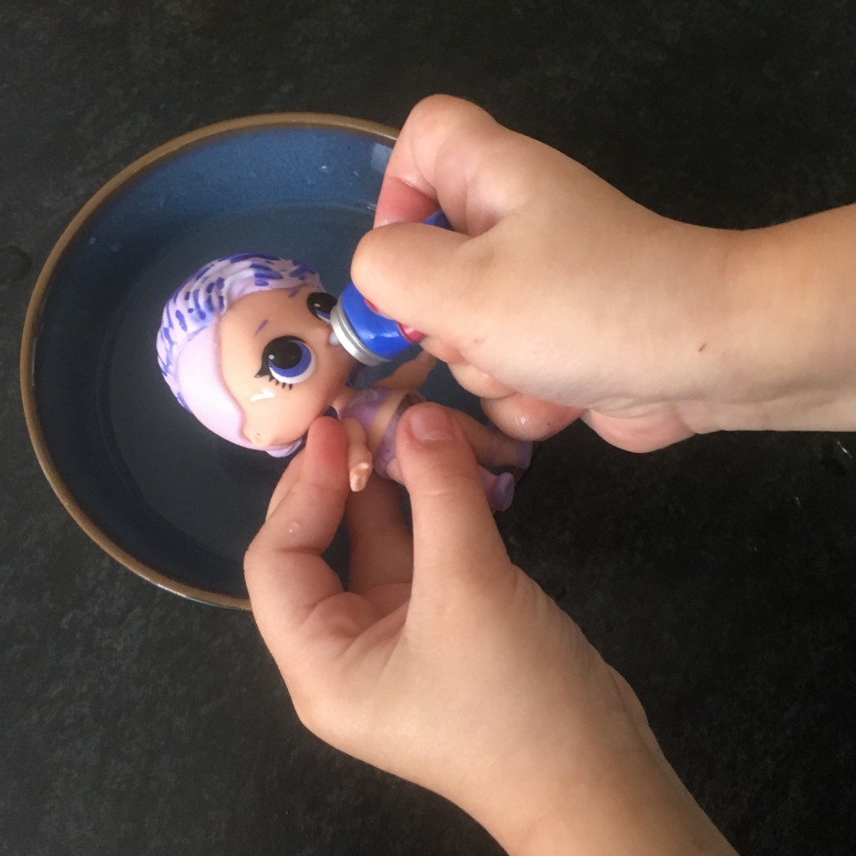 Surprise confetti pop