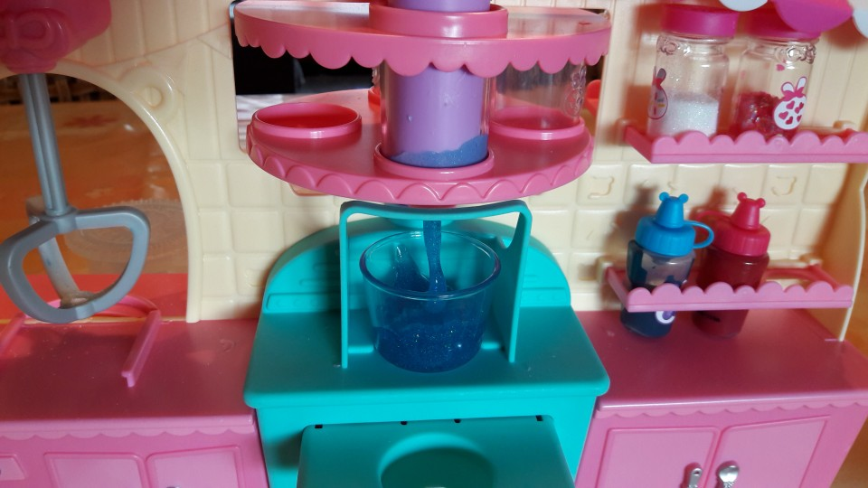 Num Noms Snackables Silly Shakes Maker review