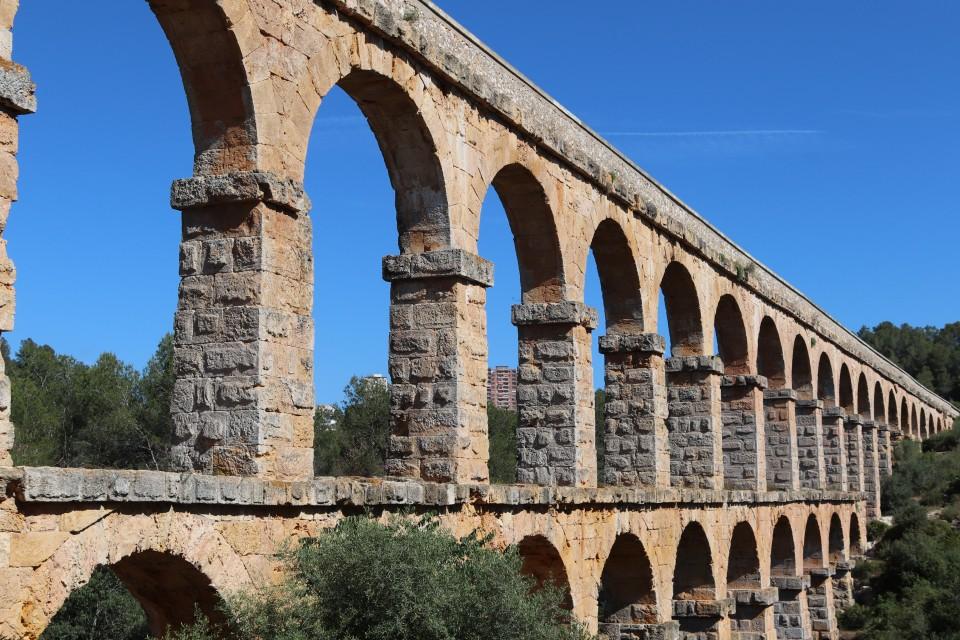 Aquaduct van Tarragona met kinderen