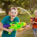 Vijf leuke waterspelletjes voor op de camping of in de tuin