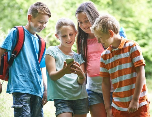 Wat is geocaching en is geocaching met kinderen leuk?