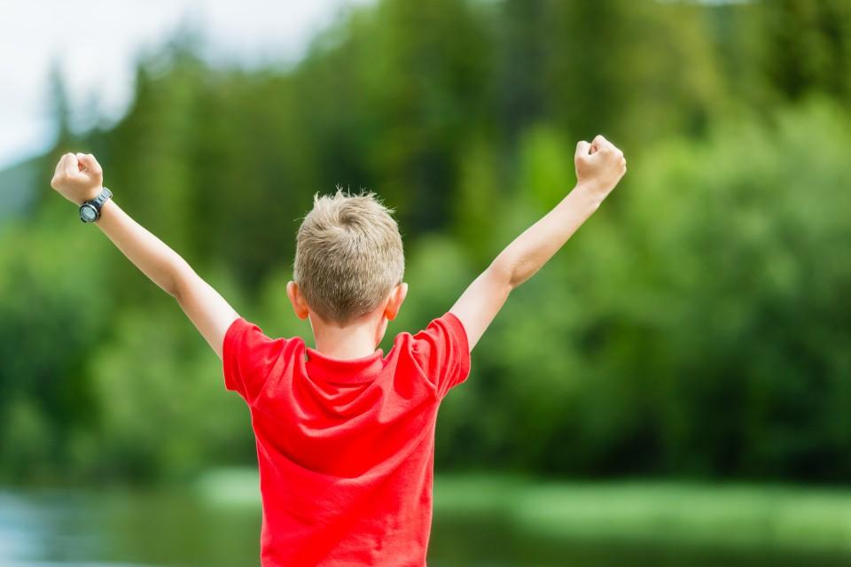 De weg naar zelfstandigheid loopt via hobbels en kronkels en wij als ouders hebben de schone taak om onze kinderen te begeleiden. Mijn jongste zoon is 10 jaar en ik voel best een druk om een goede balans te creëren tussen beschermen en loslaten.