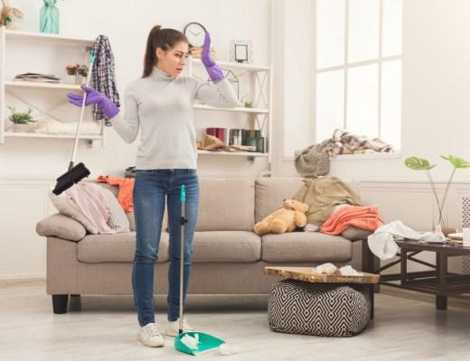 Een schoonmaakster thuis en op je werk