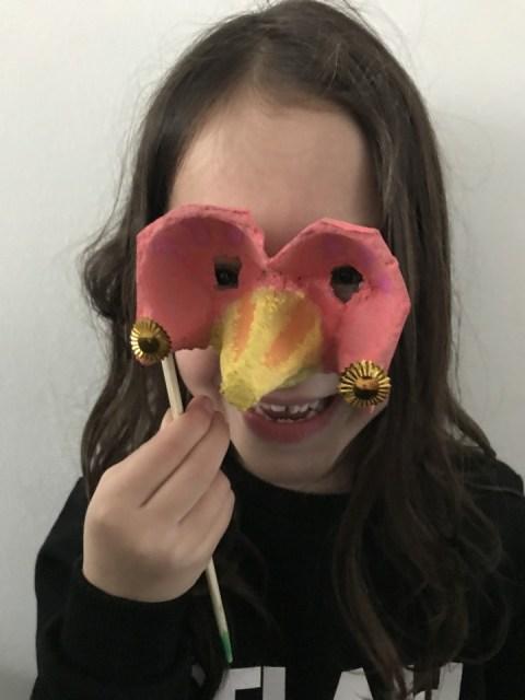 Eierdoos masker knutselen