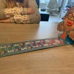 { Review } | Geef Oma Een Kus spel