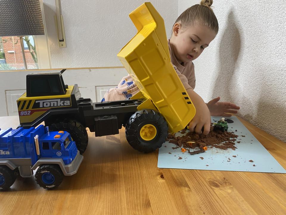 tonka wagen Tonka voertuigen, de metalen speelgoedbrand uit amerika welke erg geliefd is bij kinderen. Wij testten 4 Tonka voertuigensets uit.