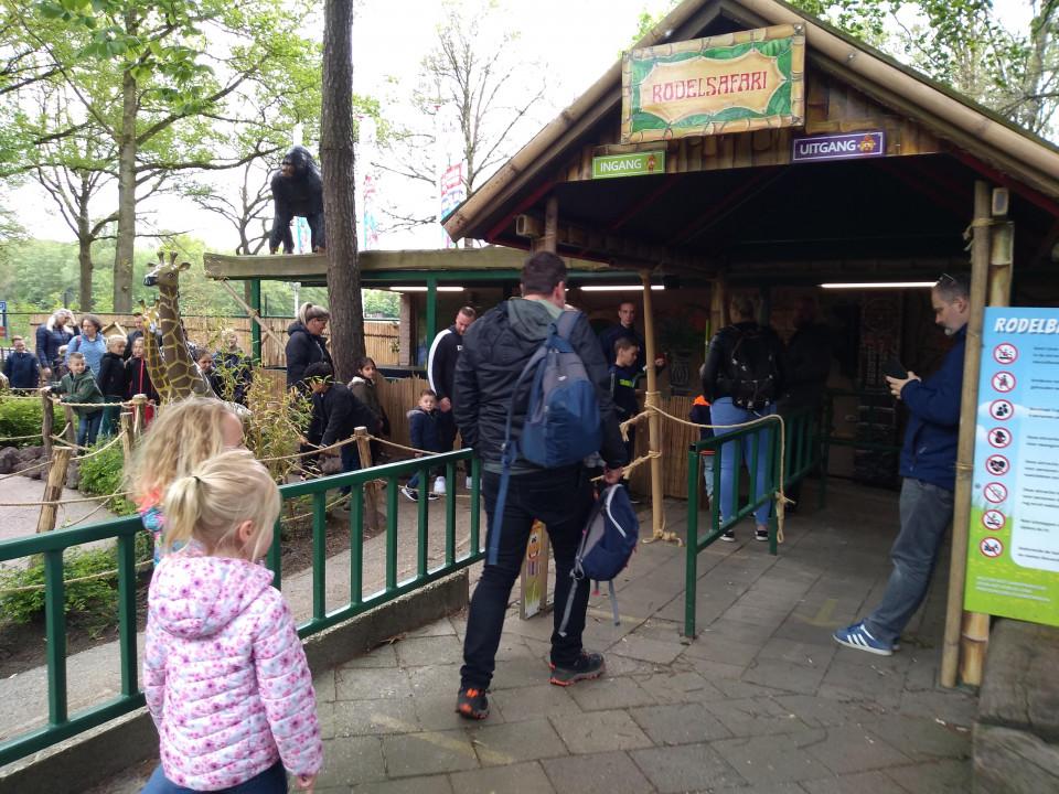 Familiepretpark de Waarbeek is gelegen in de bossen net buiten Hengelo (Overijssel). Het park bestaat dit jaar al 97 jaar.