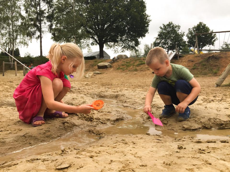 Wij bezochten vier sterren camping De Hondsrug in Eext. Lees hier hoe wij ons bezoek aan deze mooie kinderproof camping hebben ervaren.