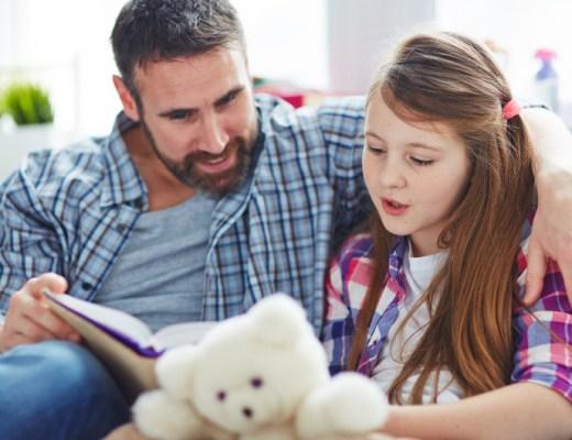 Nog even je kind voorlezen voor het slapen gaan? Voor veel ouders behoort dit tot de vaste routine en dat is heel goed om te horen!