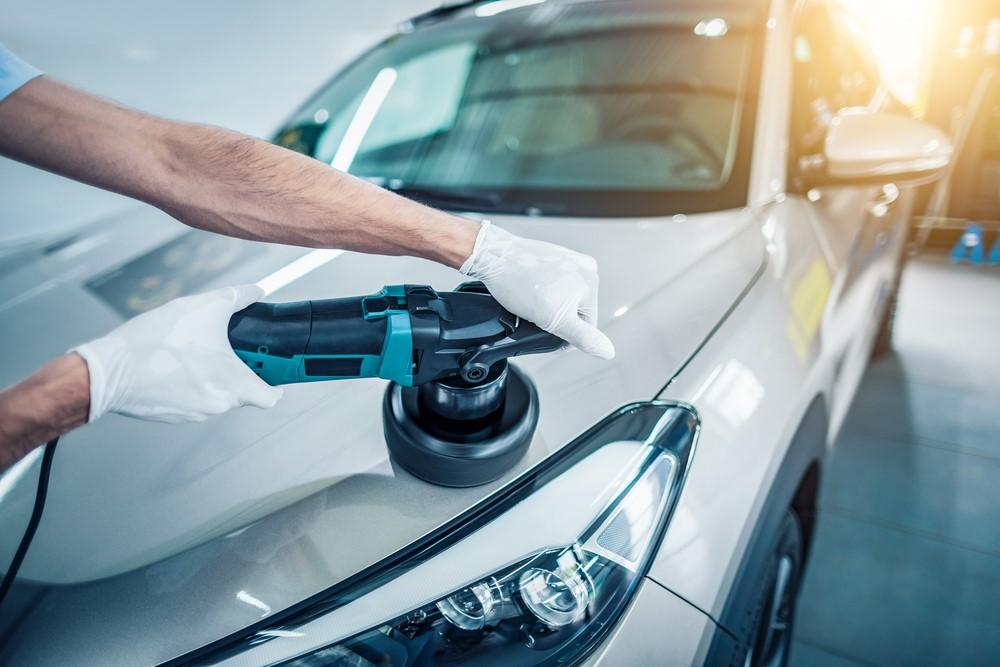 Een beschadiging aan je auto is niet leuk. Niet alleen is het letterlijk of figuurlijk een deuk in je trots, maar beschadigingen zijn ook duur