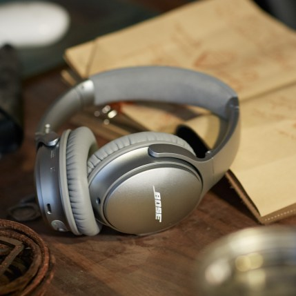 QuietComfort_35_wireless_headphones