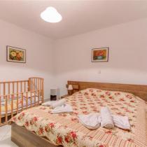 basement bedroom (Small)
