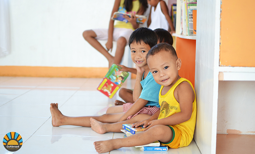 Smiling kids in a library