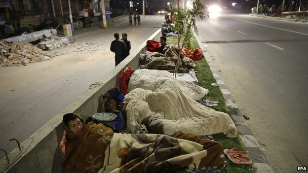 nepal-rescue-people-sleeping-on-the-road