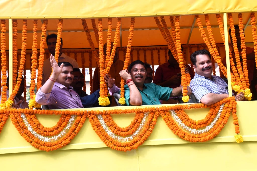 Amphibious Vessel carrying the dignitaries-in picture - Nilesh Cabral, Dilip Paruleakr, Sidharth Kuncolienkar