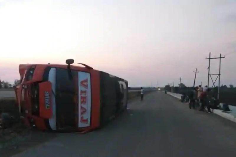 21 passengers injured ijn Bus Accident at Karnataka