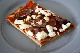 Pizza mit Feigen, Speck & Ziegenfeta2