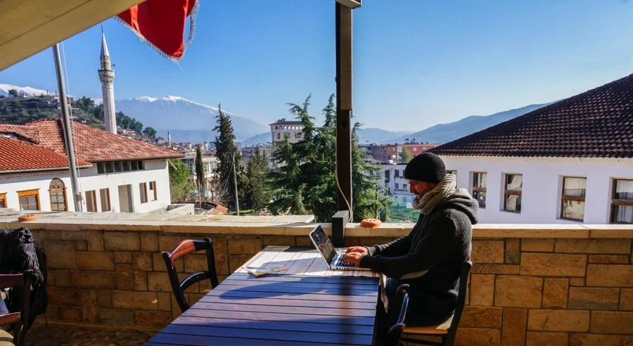 how to make money online and work remotely