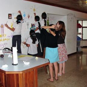 Volunteers decorating walls with students in Costa Rica
